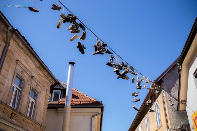 Camina, pero no acabes perdiendo tus zapatos...