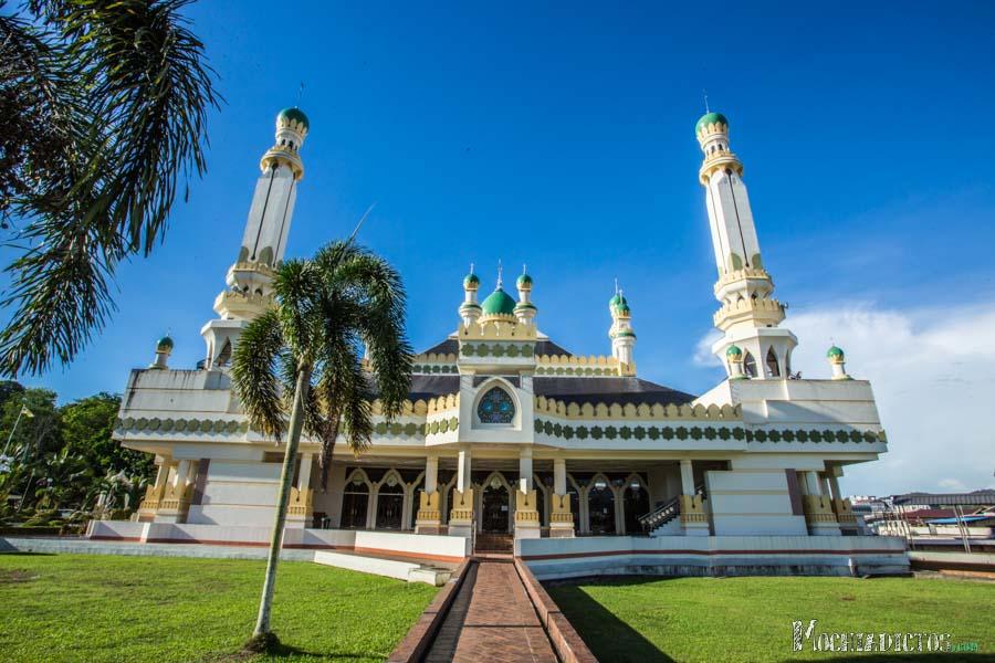 Mezquita que encontramos en el pueblo flotante