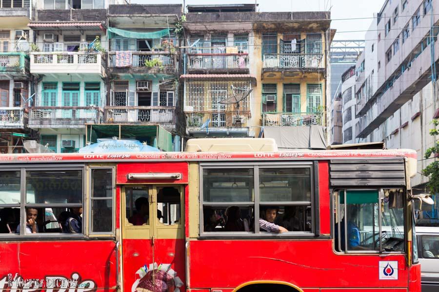 Un bus cualquiera en Yangon