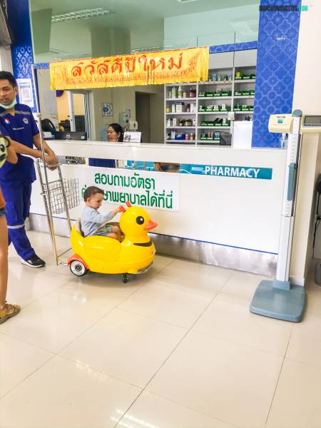 hospital internacional en koh phangan con niños